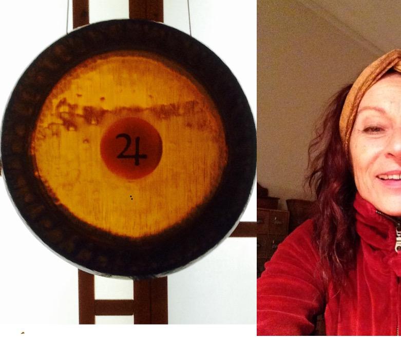 Suriya und ein Gong